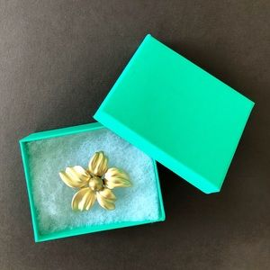 Best gift flower brooch pin with gift box